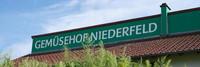 """Ein grünes Schild mit der Aufschrift """"Gemüsehof Niederfeld"""""""