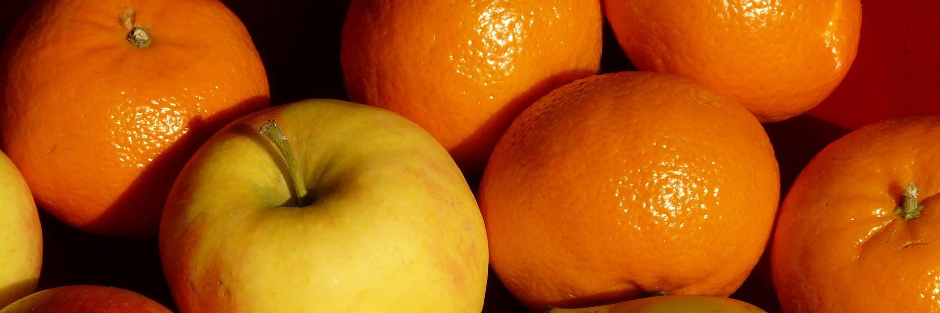 Mandarinen und Äpfel